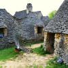 """Vă dorim """"case de piatră""""…."""