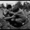La un interval de 50 de ani, au documentat ororile războaielor civile – Robert Capa şi James Nachtwey