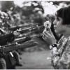 Marc Riboud, un fotojurnalist – tribun al libertãţii (flori contra baionete)
